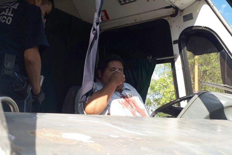 ¡Tren embistió un camión y éste a un auto en Aguascalientes: 3 lesionados!