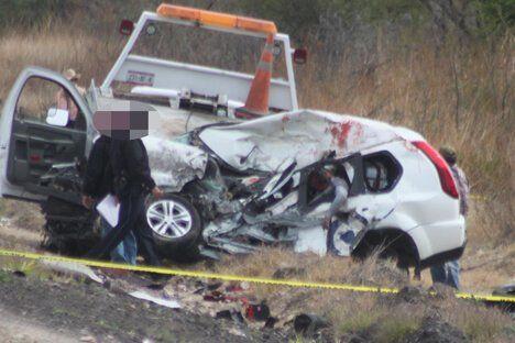 ¡4 muertos en brutal encontronazo entre camioneta y tráiler en Lagos de Moreno!