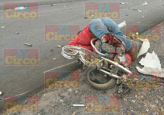 ¡Empleado municipal de Calera, Zacatecas, que iba en su motocicleta, murió embestido por un tráiler!