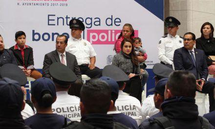 ¡Condecoran heroísmo y profesionalismo de policías municipales!