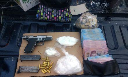 Capturan elementos de la SSPE en Pabellón de Arteaga a un presunto vendedor de drogas con un arma de fuego