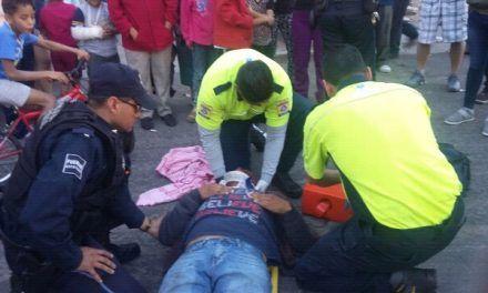Auxilian policías estatales a lesionado tras percance vial