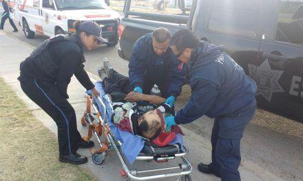 Auxilian elementos de la SSPE a una persona lesionada