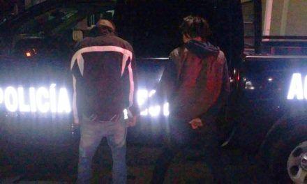Detienen elementos de la SSPE a dos sujetos minutos después de apoderarse de un vehículo