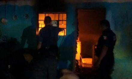 Fue rescatado  un individuo que ya estaba inconsciente tras un incendio domiciliario en Pabellón de Arteaga