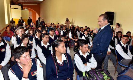 ¡Se reunió el Gobernador con maestros y padres de familia de los ejidos Pilotos y El Terremoto!