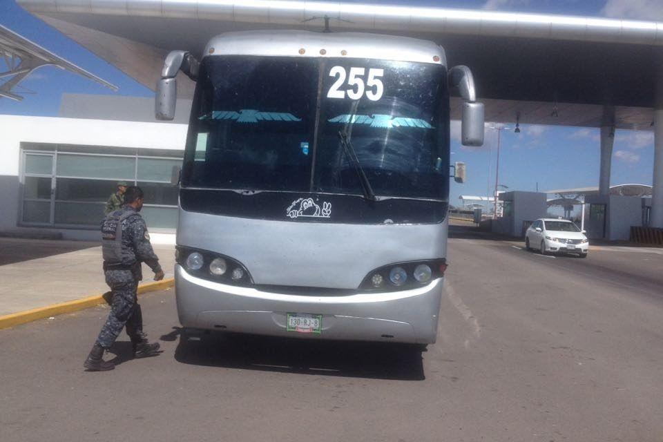 Aseguran en la puerta de acceso norte a 42 personas indocumentadas