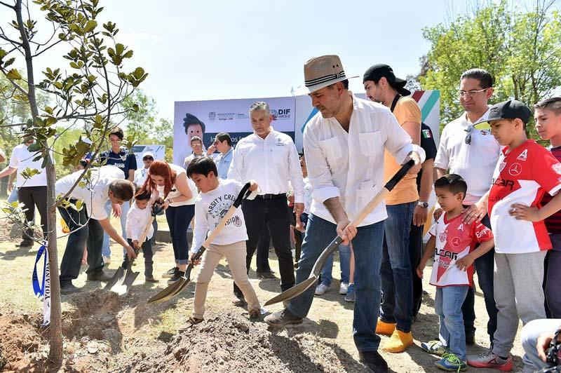 ¡En los festejos del Día de la Familia inicia la Jornada de Reforestación para plantar 5 mil árboles!