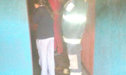 Rescatan bomberos del Estado a joven en incendio que se registró en el Municipio de Asientos