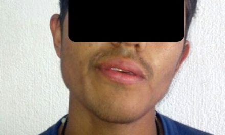 Fue detenido presunto distribuidor de droga que la guardaba en una lámpara