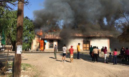 Atienden elementos de Bomberos del Estado un incendio en una vivienda en el municipio de Asientos