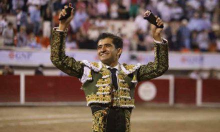 ¡Joselito Adame hace vibrar la Monumetal y sale en hombros en la tercera del Serial Taurino de la FNSM!