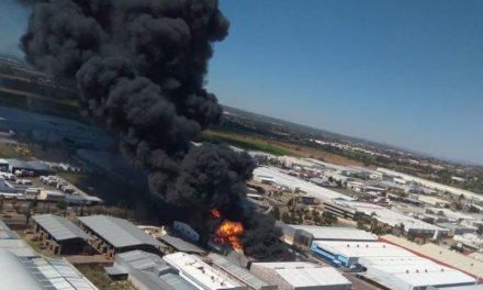 ¡Dantesco incendio consume una fábrica de combustibles alternativos en Aguascalientes!