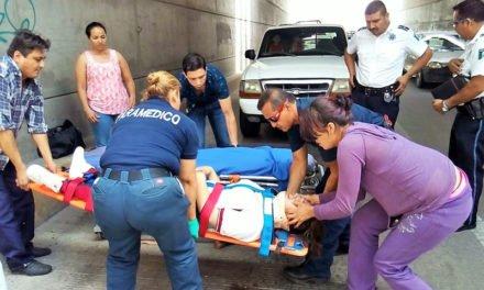 ¡Jovencita intenta quitarse la vida lanzándose de un puente en Aguascalientes, esta grave!