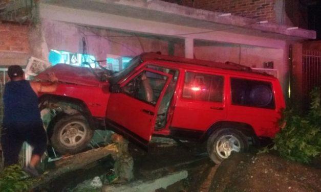 Se impactó contra una casa habitación en el Municipio de Calvillo