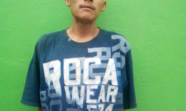 Dañó la camioneta de su vecina y fue detenido en Pabellón de Arteaga