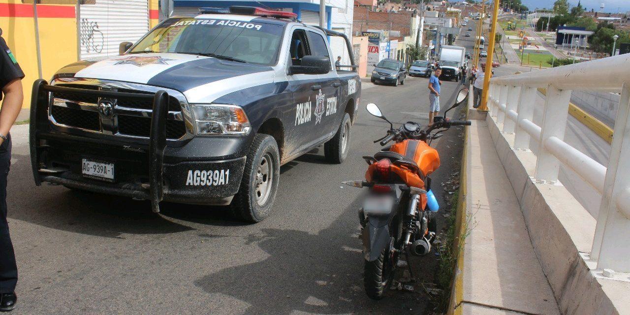 Captura la policía estatal a sujeto que conducía una motocicleta con placas sobrepuestas