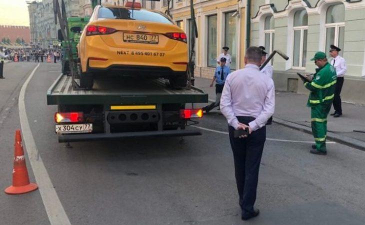 ¡Taxi atropella a multitud en Moscú; 3 mexicanos heridos!