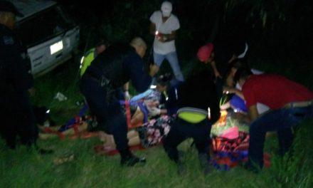 Atienden elementos de la Policía Estatal, Municipal de Asientos y paramédicos del ISSEA accidente con saldo de cinco personas lesionadas