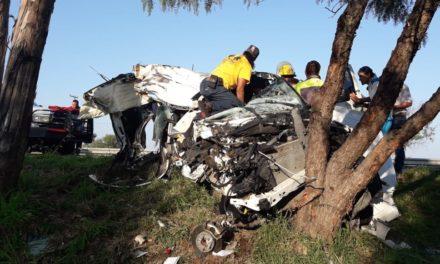 Se dio atención  a un reporte de un accidente contra objeto fijo en el municipio de Pabellón de Arteaga