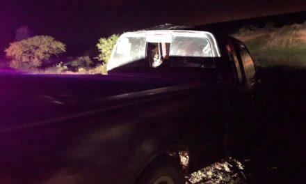 Atienden elementos de la SSPE y de la Policía Municipal de El Llano choque contra objeto fijo
