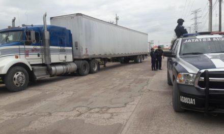 En la puerta de acceso sur, fue asegurado un tractocamión con mercancía de contrabando