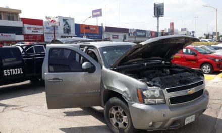 Elementos de la SSPE capturaron a dos sujetos que se desplazaban en camioneta blindada con droga y cartuchos útiles