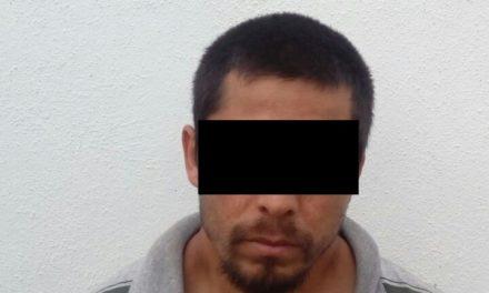 Detienen en Rincón de Romos a dos sujetos en posesión de droga cristal.  Llevaban consigo a un menor de dos años