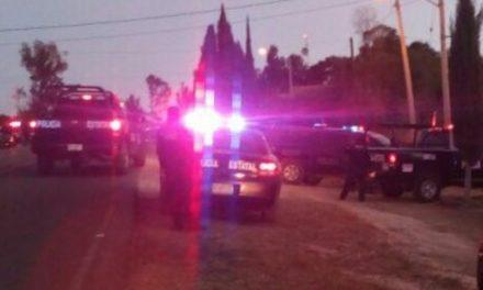 Atienden elementos de la SSPE, de la Policía Municipal de Calvillo y paramédicos del ISSEA accidente automovilístico con saldo de una persona fallecida.
