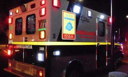 Atienden elementos de la SSPE, de la Policía Municipal de San Francisco de los Romo y paramédicos del ISSEA un accidente