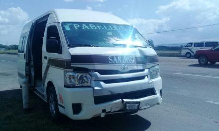 Atienen elementos de la SSPE, policías municipales de Pabellón de Arteaga y paramédicos del ISSEA segundo accidente en la carretera 45