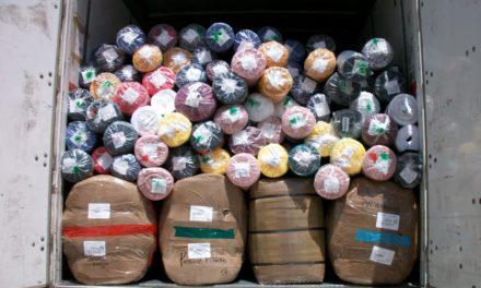 Cuarenta toneladas de ropa y tela de contrabando fueron aseguradas en la Puerta de Acceso Sur