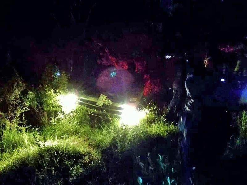 ¡Muere una joven y dos mas resultan heridos en una volcadura en Calvillo!