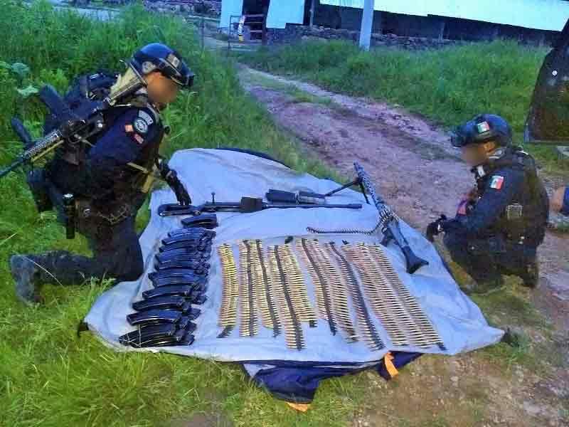 ¡Policía Federal asegura armas largas y cartuchos útiles en camioneta con reporte de robo en Jalisco!