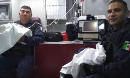 Policías auxilian a mujer en trabajo de parto y reciben a gemelos en Rincón de Romos
