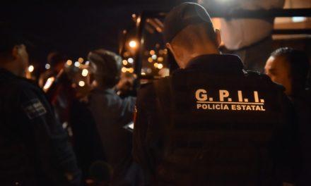 Capturan en Tepezalá a sujeto que viajaba en vehículo con placas de Zacatecas en el que se localizaron 50 dosis de droga