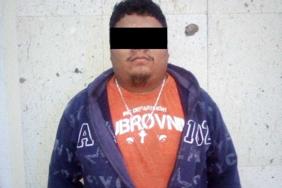Cuenta con una orden de aprehensión vigente por atentados al pudor y fue detenido en Calvillo