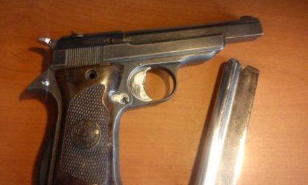 Fue detenida en El Llano, una persona en posesión de un arma de fuego