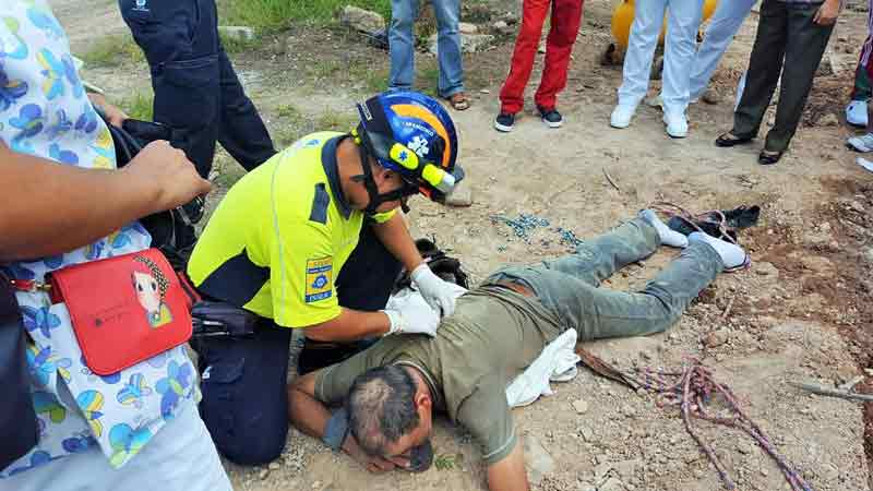 ¡Empleado lesionado al caer de 7 metros de altura en el CECyTEA de Calvillo!