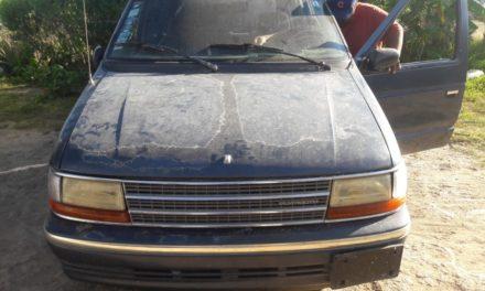 Detectan en el municipio de Asientos, finca con vehículos reportados como robados