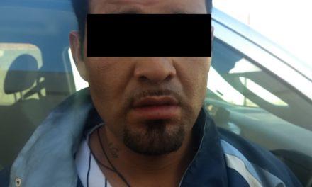 En Jesús María, fueron detenidos dos sujetos a bordo de un vehículo con reporte de robo vigente