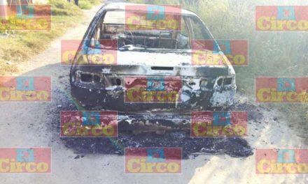 ¡Mueren 3 personas calcinadas dentro de un automóvil en Lagos de Moreno!