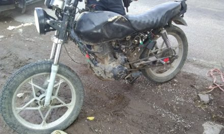 Motociclista fue detenido en el municipio de Cosío tras asegurarle droga crystal