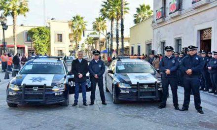 ¡Realiza Noel Mata la última entrega del año a cuerpos de Seguridad Pública y Bomberos Municipales!