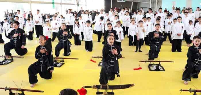 ¡Fueron promovidos a Cinta Negra en la Escuela de Artes Marciales de Tigre Negro!