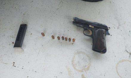En la puerta de acceso norte, elementos de la SSPE y SEDENA aseguraron un arma de fuego