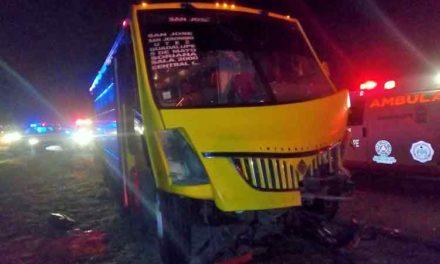 ¡Muere al chocar de frente su camioneta con un camión urbano en Zacatecas!