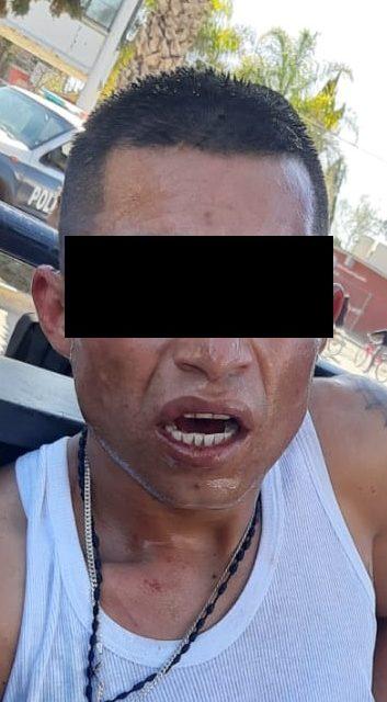 Fue reportado por mostrar sus partes íntimas y al efectuarle una inspección corporal encontraron droga en sus pertenecías