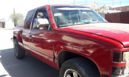 Conducía camioneta con placas sobrepuestas y fue detenido en el municipio de Cosío