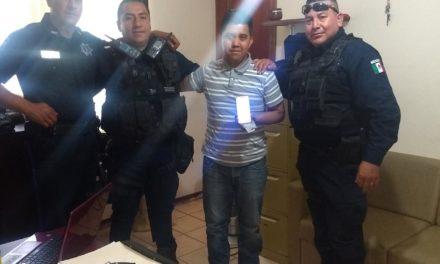 Policías apoyaron a que joven con dificultades auditivas y de lenguaje